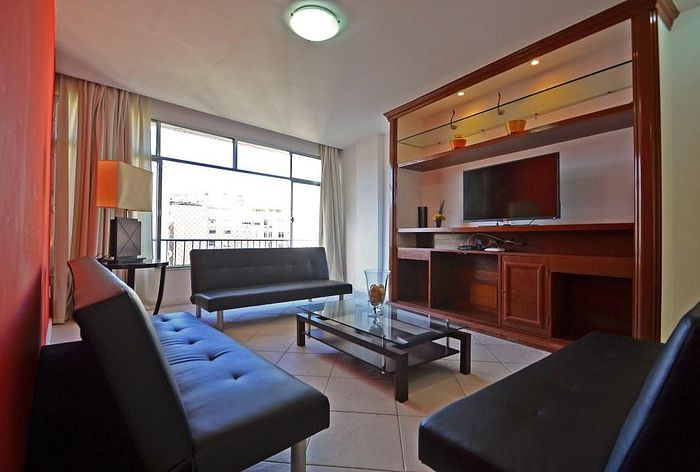 Cheap and Huge apartment in Copacabana!